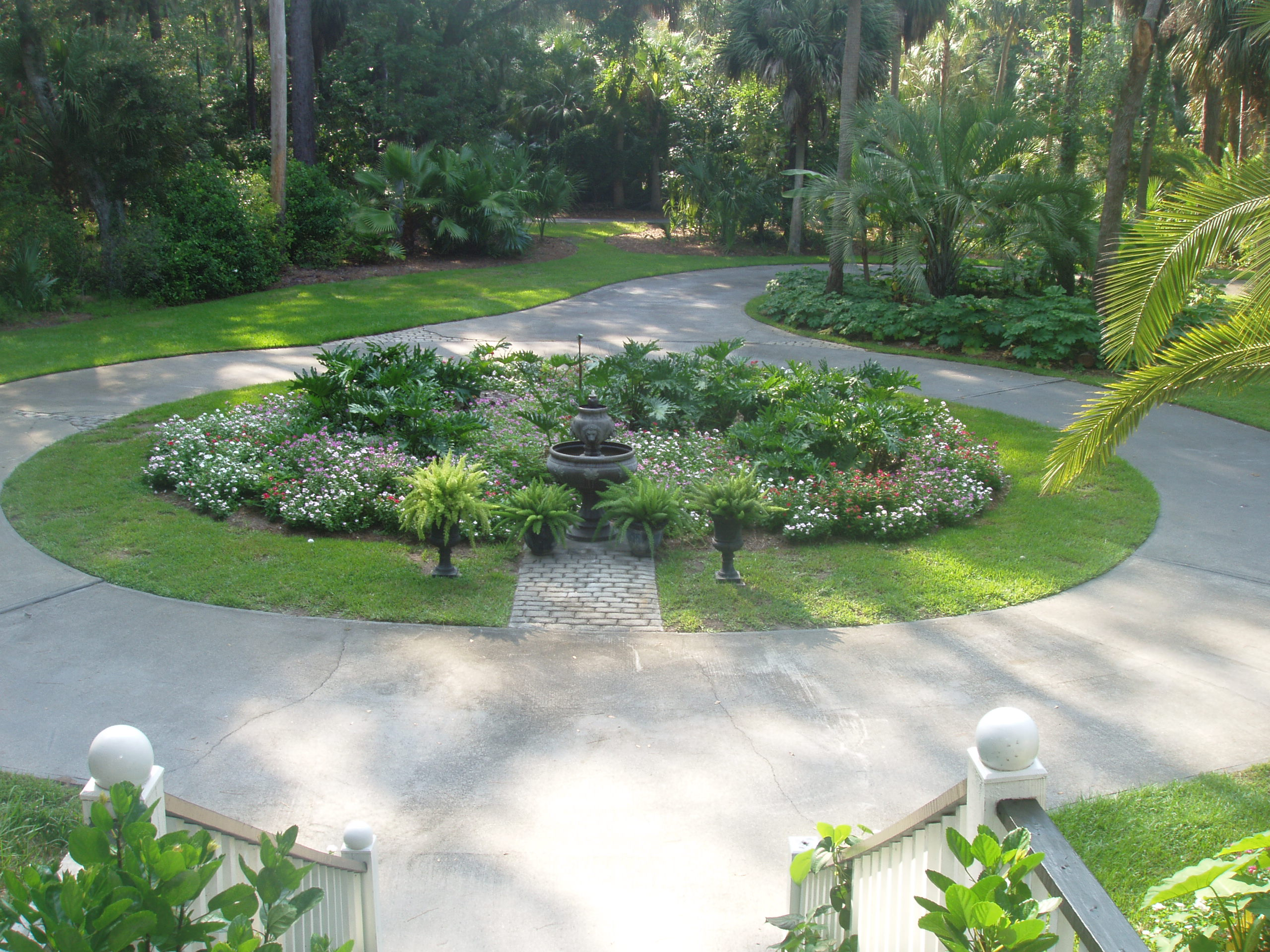 Circular driveway dempsey land design for Land design landscaping